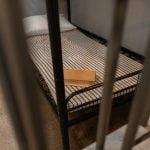 Кварцування посилок та спирт за завищеною ціною. Як засуджених жінок, що перебувають к Приазовській колонії № 107, захищали від коронавірусу